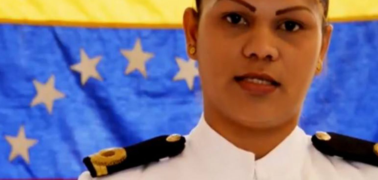 Alférez de navío se rebela ante el régimen de Maduro
