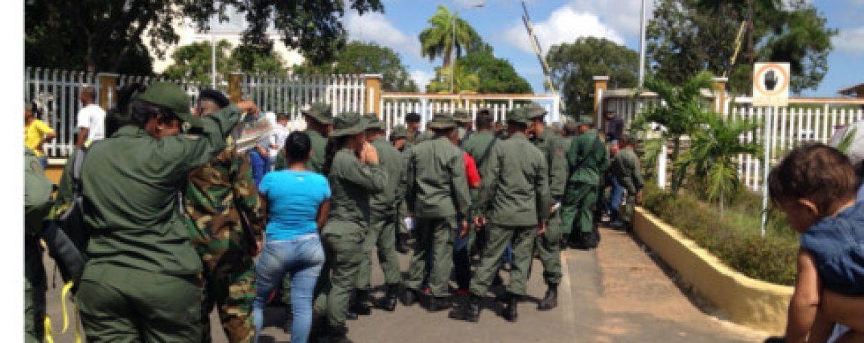 Las 'colas de hambre' también le tocan a la GNB de Guayana