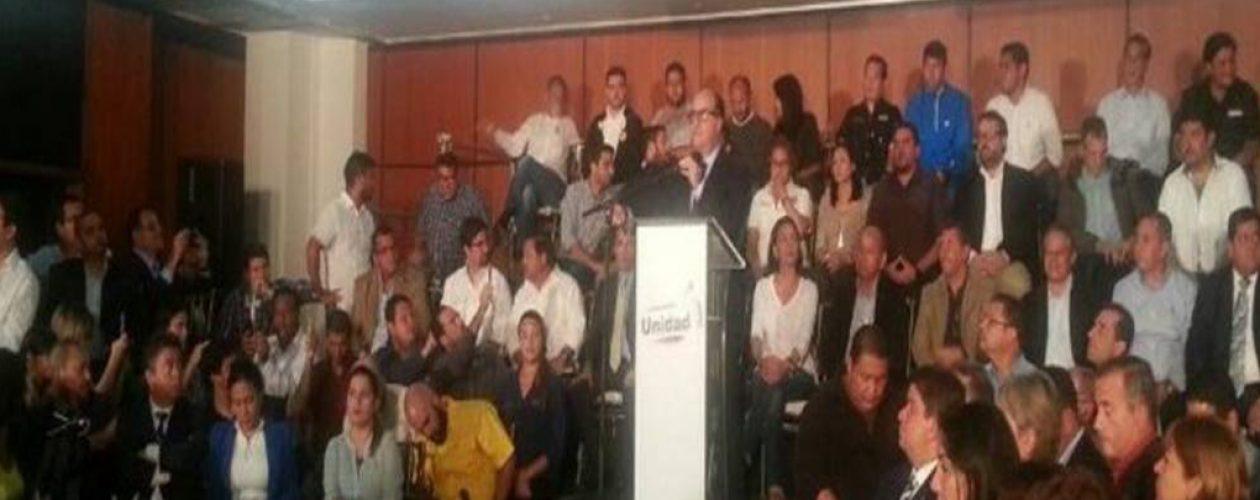 Oposición activa artículo 350 de la Constitución y llama a desconocer al Gobierno