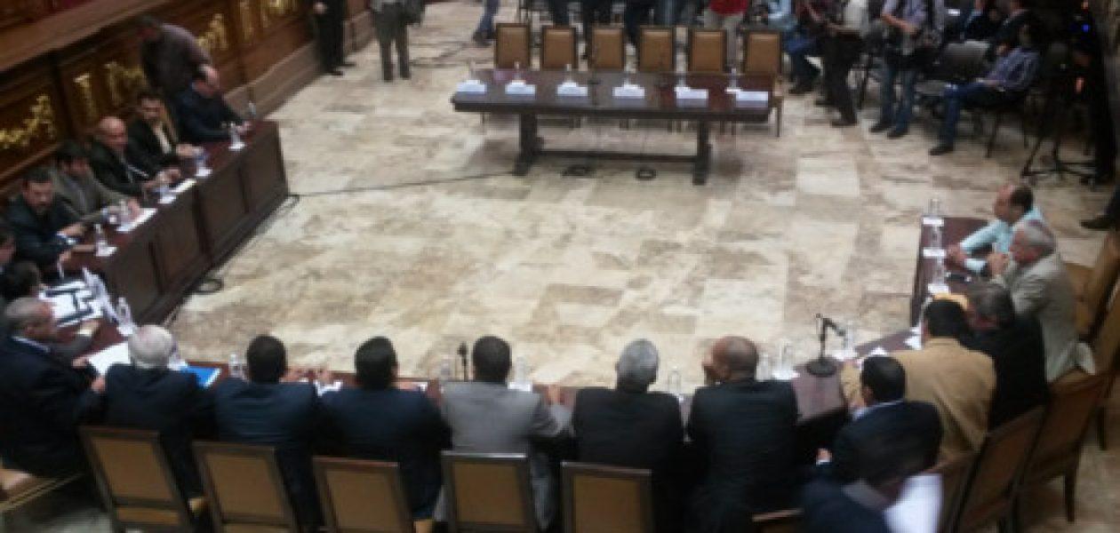 Ministros no asistieron a la Asamblea Nacional por presencia de los medios
