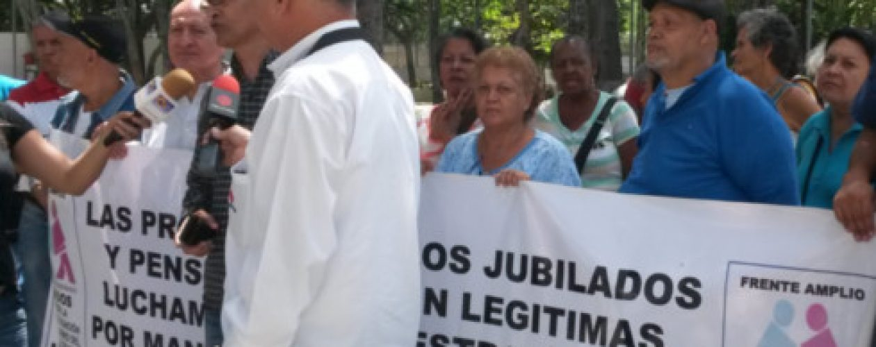 "Maduro ""llegó tarde"" con aumento de aguinaldos para jubilados"