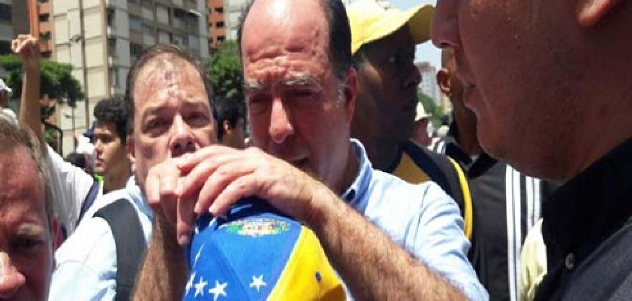 Diputados opositores fueron agredidos en la avenida Libertador de Caracas