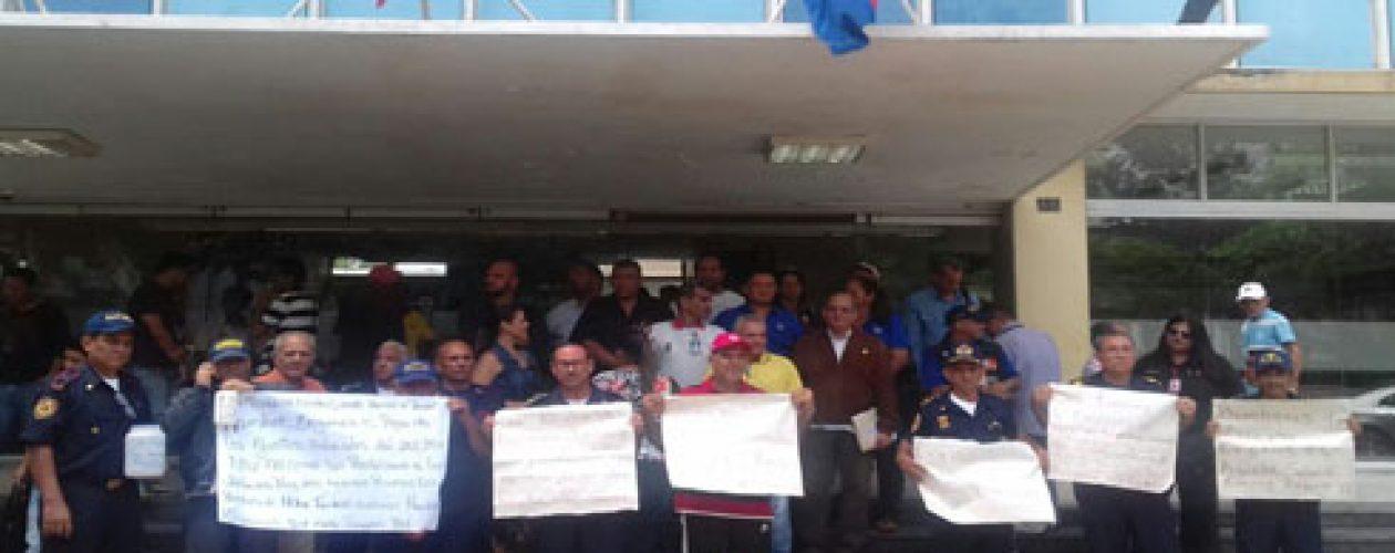 Bomberos jubilados protestaron para exigir el pago de retroactivo
