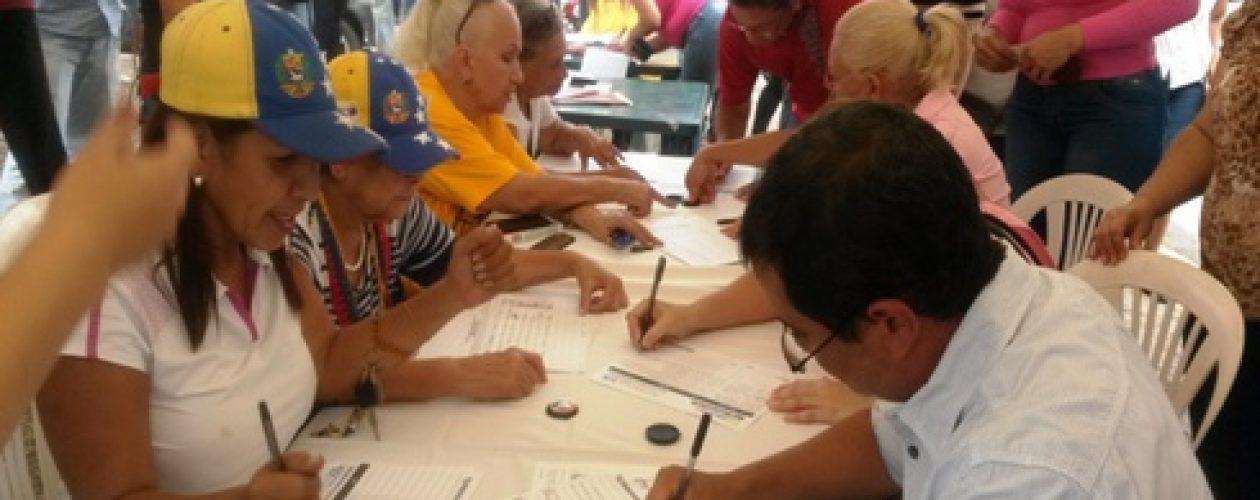 MUD acuerda cambios de centros para recolección firmas del revocatorio