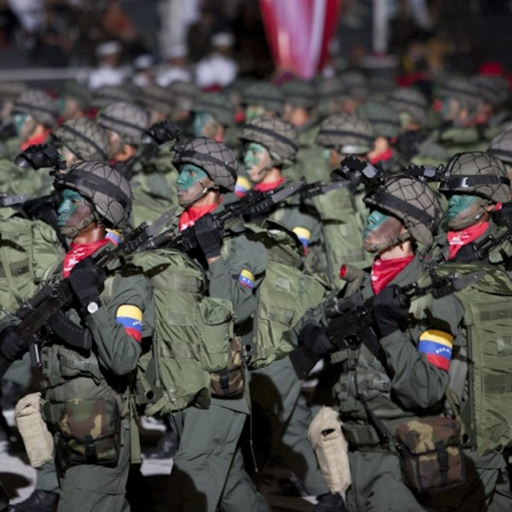 Saqueo de armamento y baja moral sacude cuarteles en Venezuela