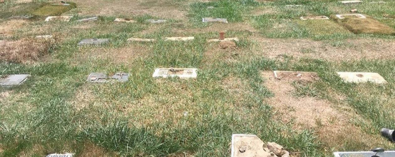 Placas de bronce del Cementerio del Este fueron desaparecidas por orden del Gobierno