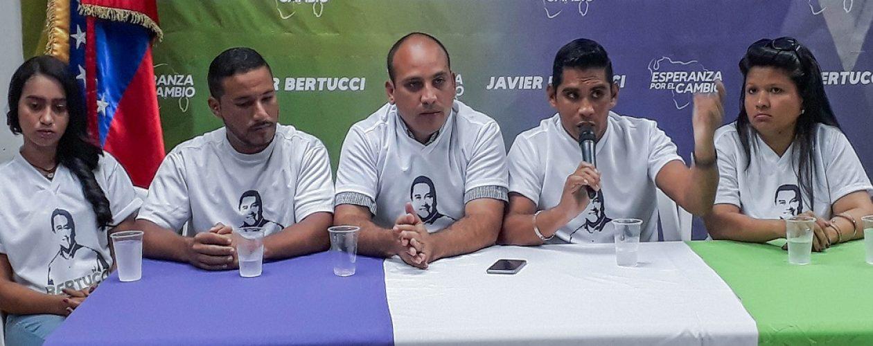 Chavistas se van del PSUV para apoyar a Javier Bertucci