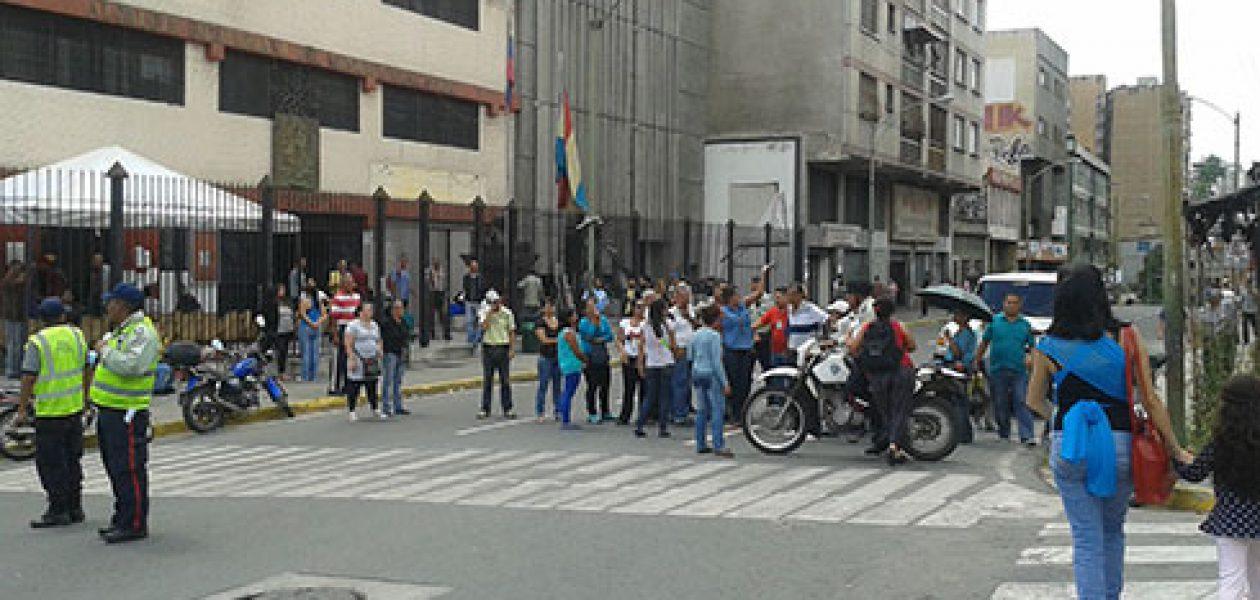 Retardo de Clap en entrega de bolsas generó protesta en Miranda