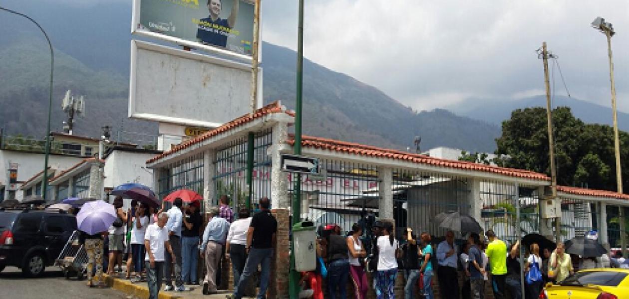 De las colas en Venezuela no se salva nadie