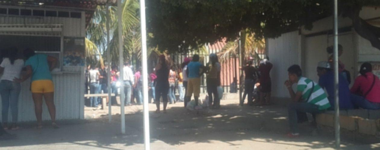 Colas para comprar alimentos persisten en Anzoátegui
