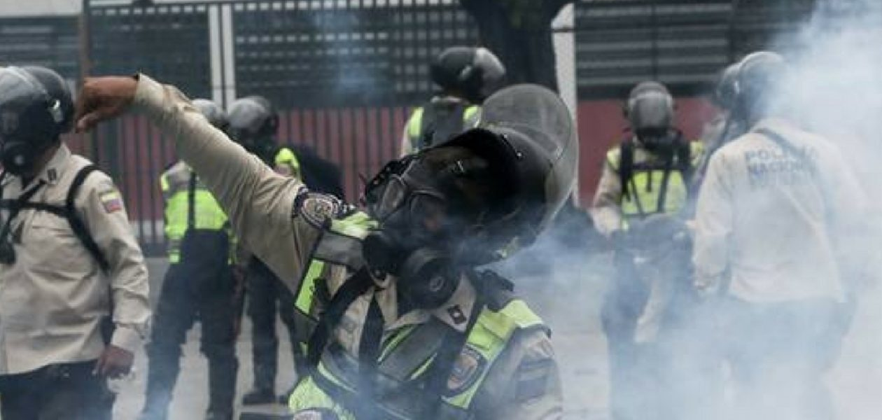 Colegio San José de Tarbes fue atacado con bombas lacrimógenas
