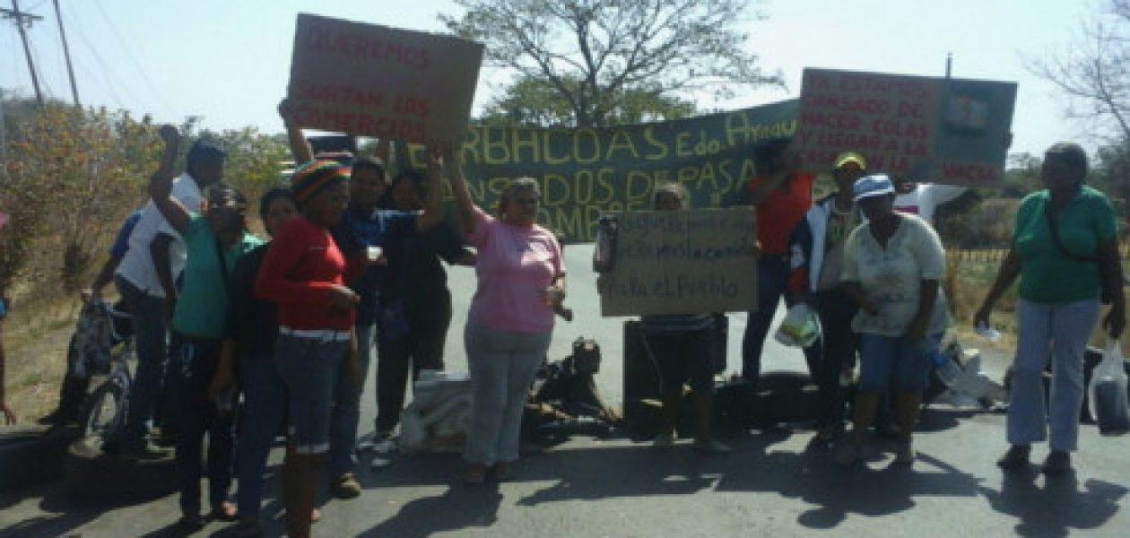 Desesperados por falta de comida: Trancan carretera nacional en Aragua