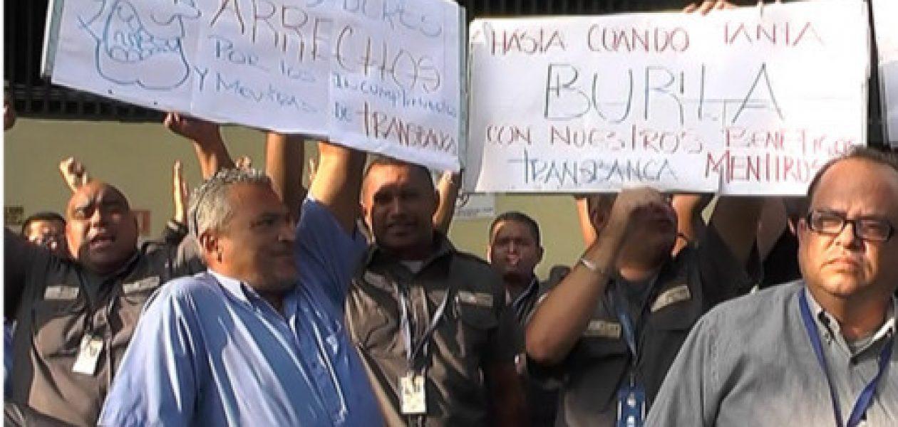 Por vencimiento de contrato colectivo sigue la protesta en Transbanca