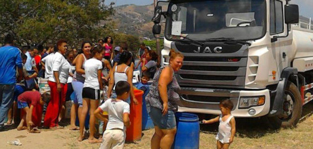 Crisis en Venezuela: Sin agua, sin alimentos, sin medicinas  y ahora la gasolina