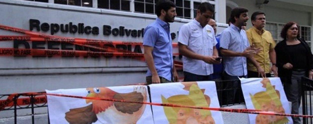 Diputados opositores protestaron en la Defensoría del Pueblo Caracas