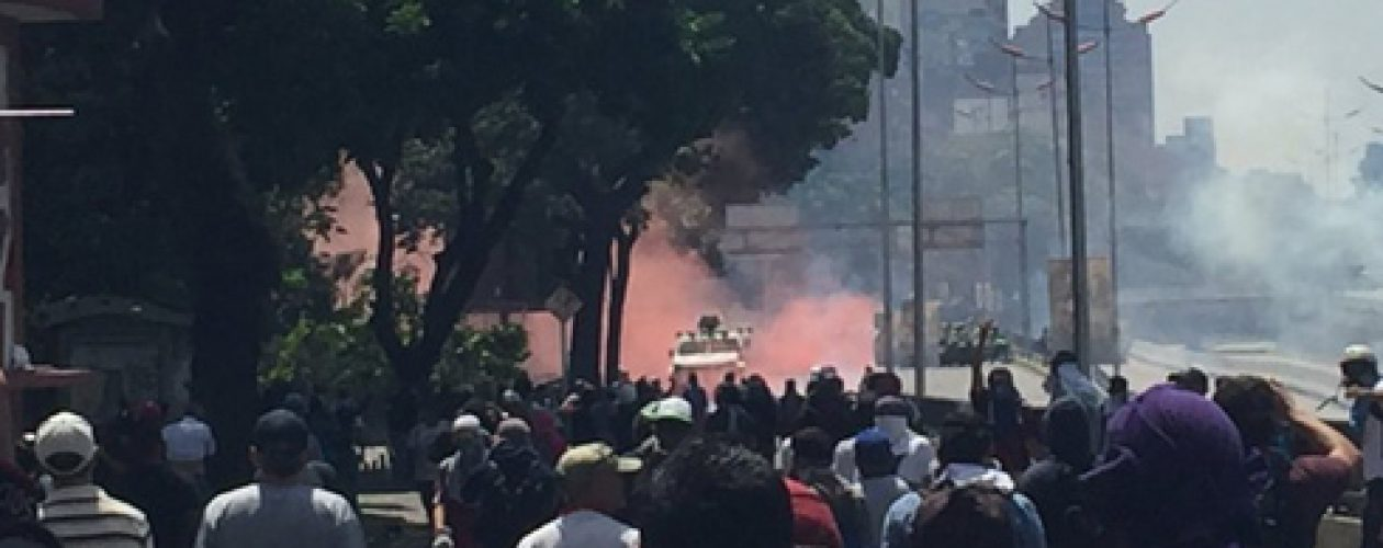 GNB y PNB atacan marcha hacia la Defensoría del Pueblo Venezuela
