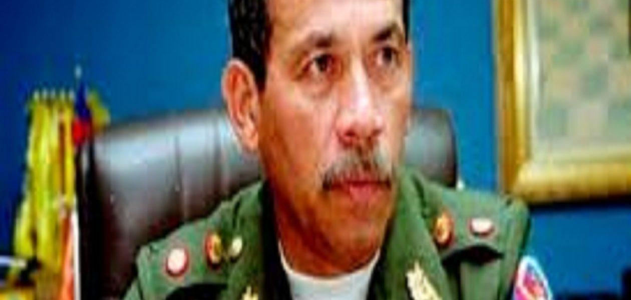 Fue detenido  el general retirado Victor Cruz Weffer en Maiquetia