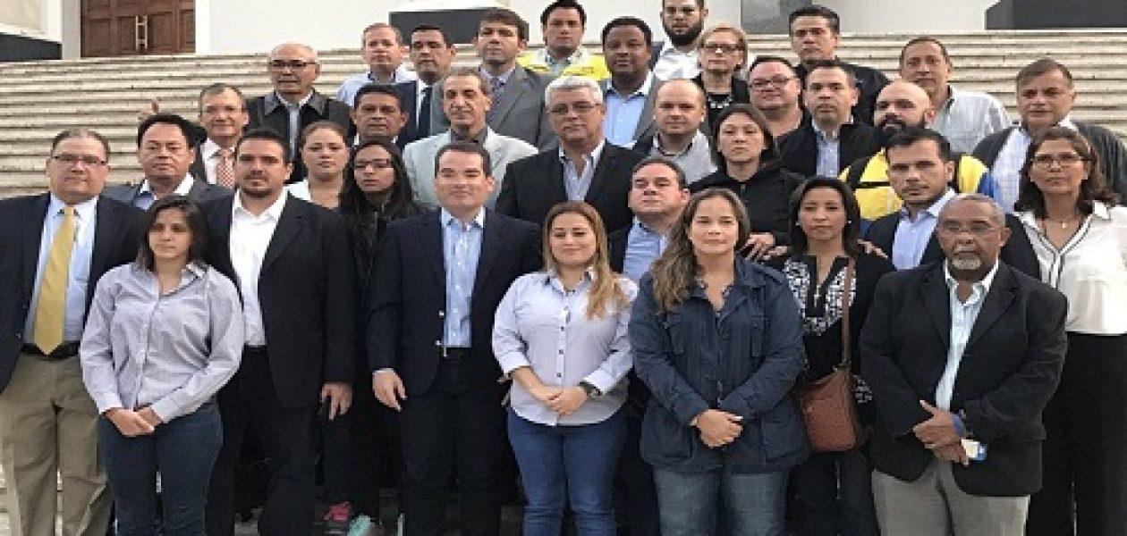 Diputados madrugaron en la AN para sesionar y destituir magistrados
