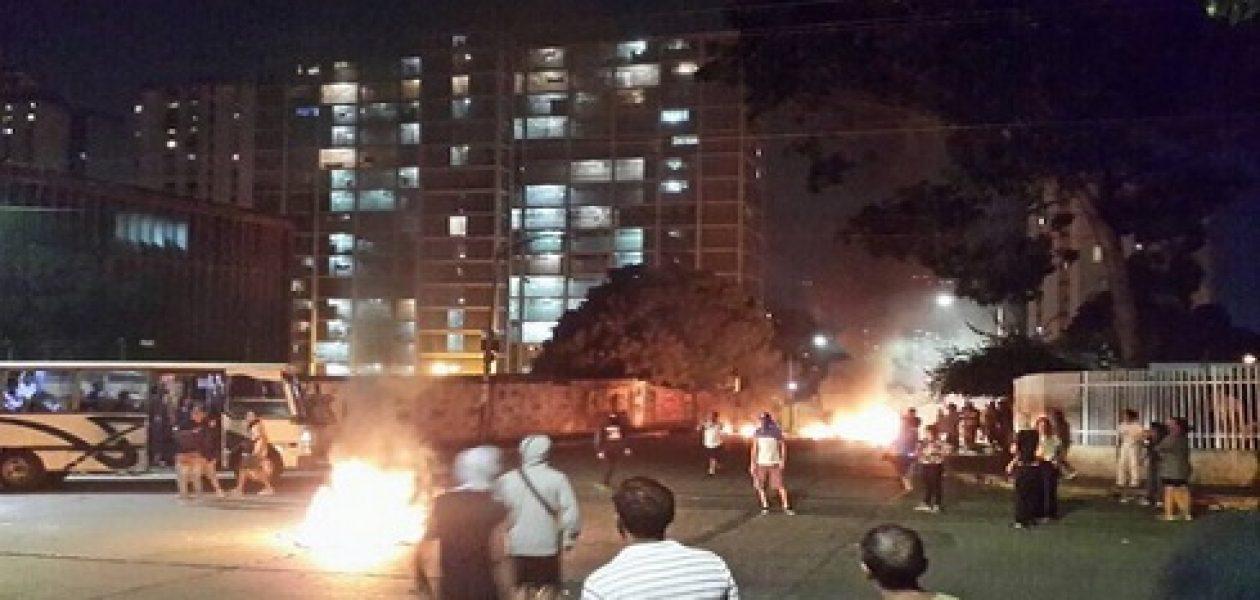 Disturbios en Caracas protagonizan la noche de este jueves