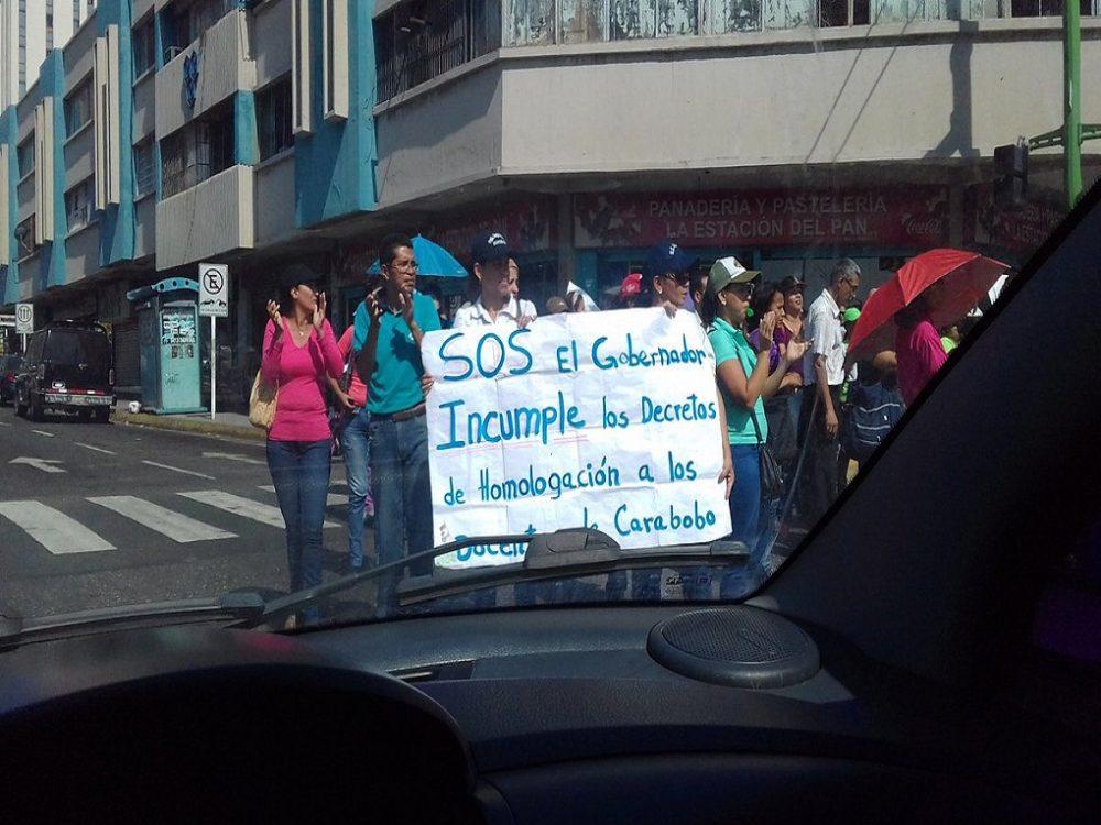 Docentes valencianos protestaron por mejores sueldos