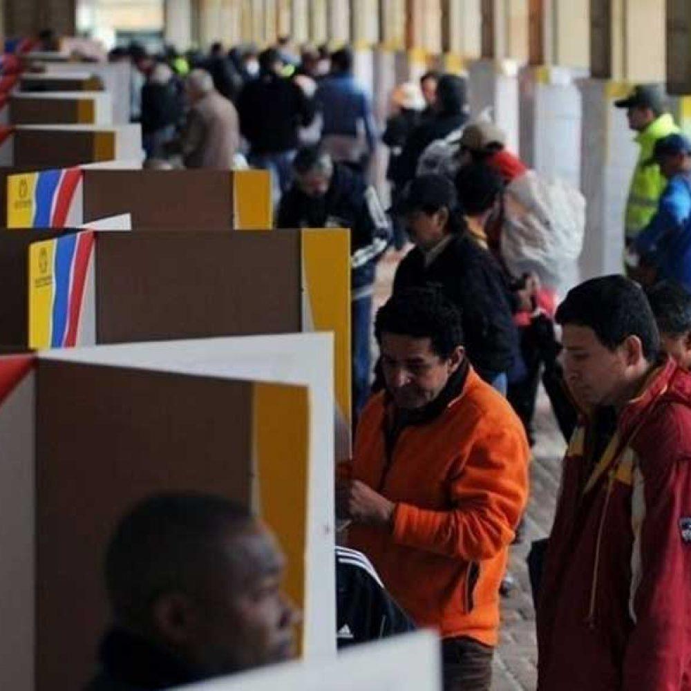 Presidenciales en Colombia se desarrollan en completa calma