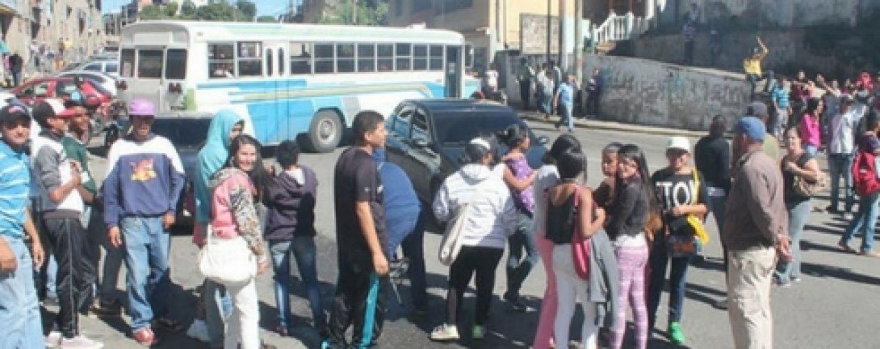 Escasez de comida desató protestas y saqueos en Los Teques
