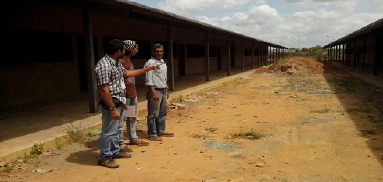 Construcción de escuela en Guayana lleva dos años paralizada