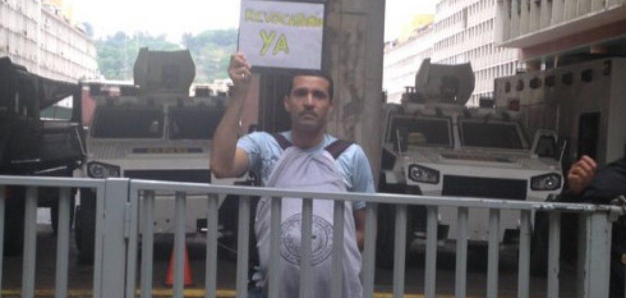 Liberan a estudiante de la UCV tras ser detenido en el CNE