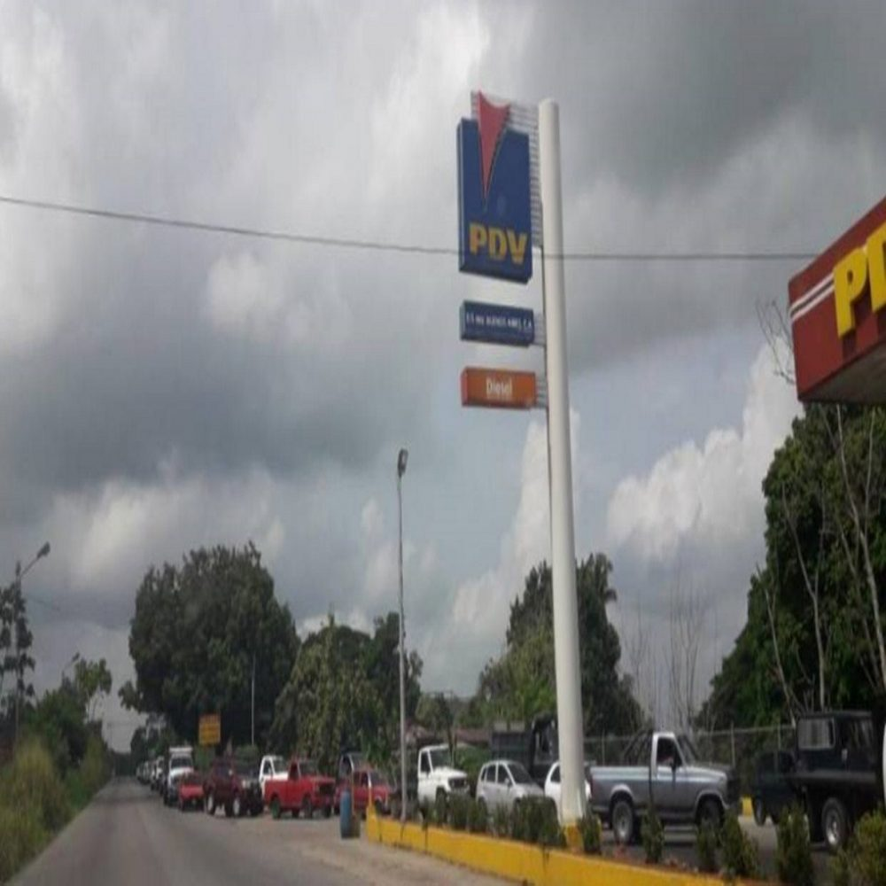 Colas de gasolina en San Cristobal siguen creciendo