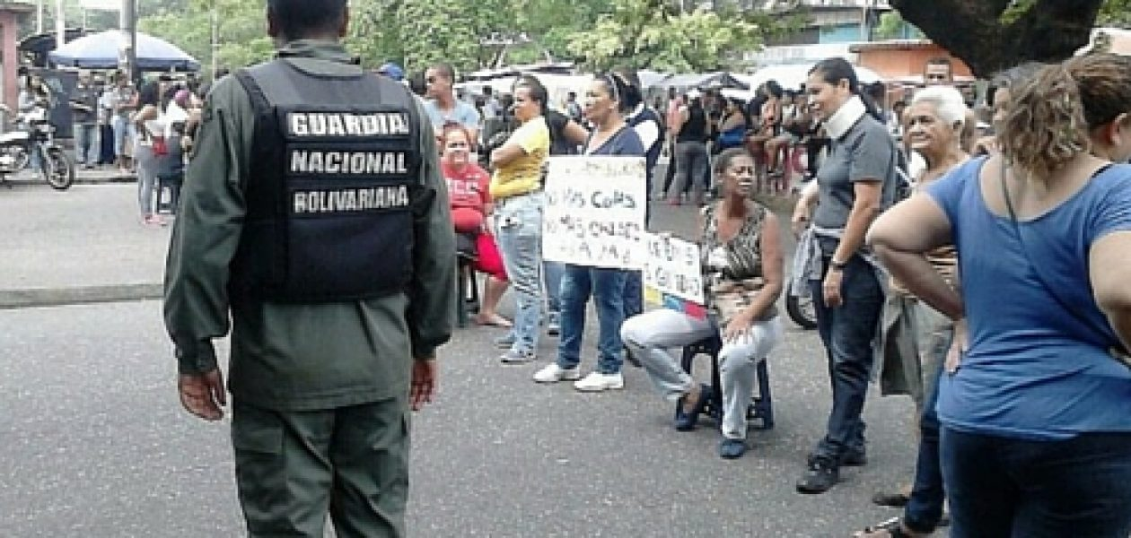 Protestan en Guarenas exigiendo comida y seguridad