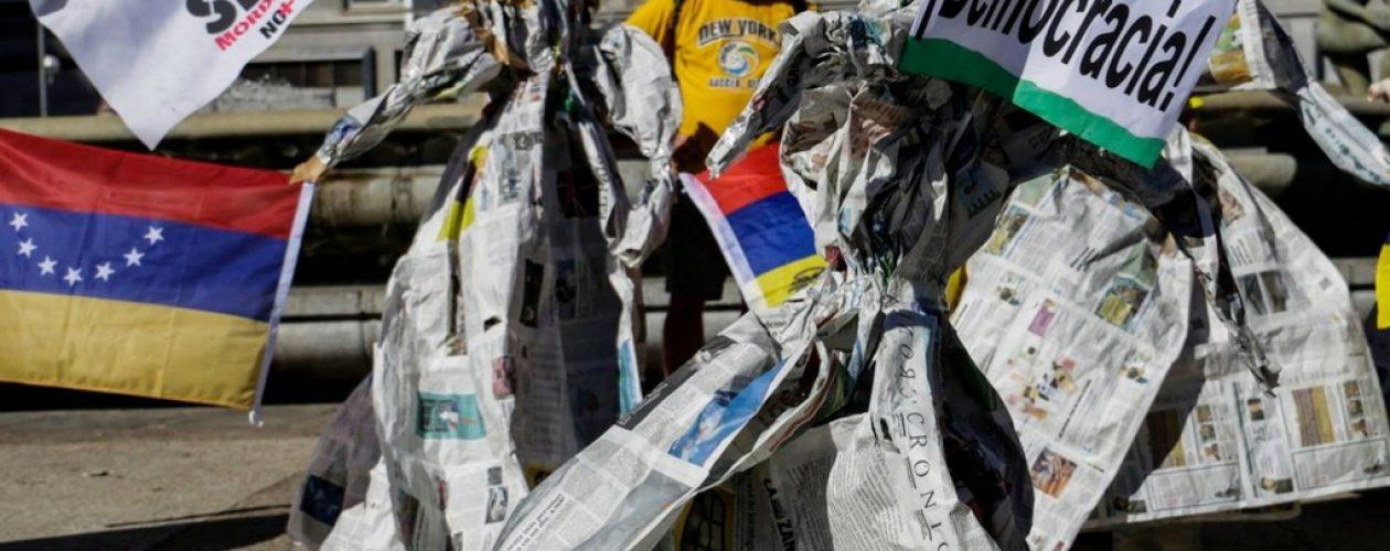 """Arte y protesta: Venezolanos en Madrid representan a los """"guerreros de franela"""""""