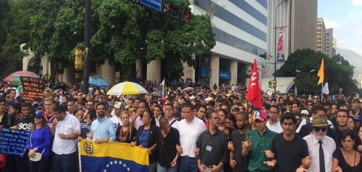 Oposición realizó homenaje a Juan Pablo Pernalete