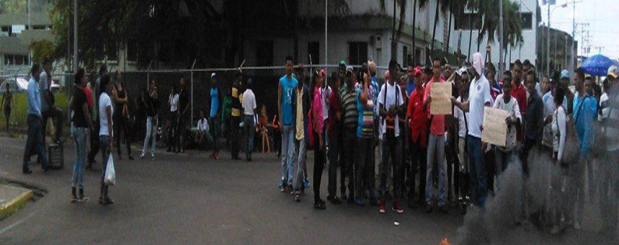 Protestan frente a Hospital de Upata por crisis de malaria en Bolívar
