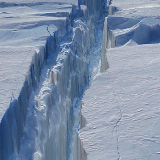 Iceberg desprendido de la Antártida supone riesgos para embarcaciones