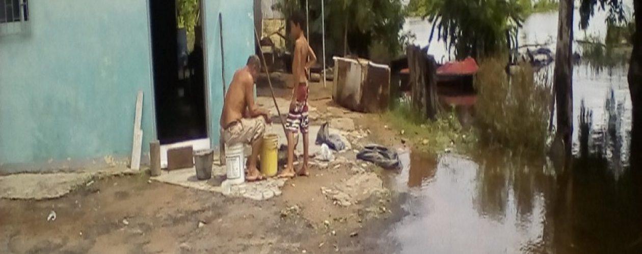 Lluvias y crecida del río arrecian inundaciones en Guayana