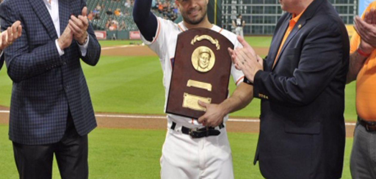José Altuve gana el Lou Gehrig Memorial Award
