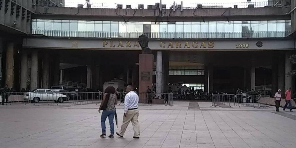 Revelan el abandono total de la Plaza Caracas y el Centro Simón Bolívar