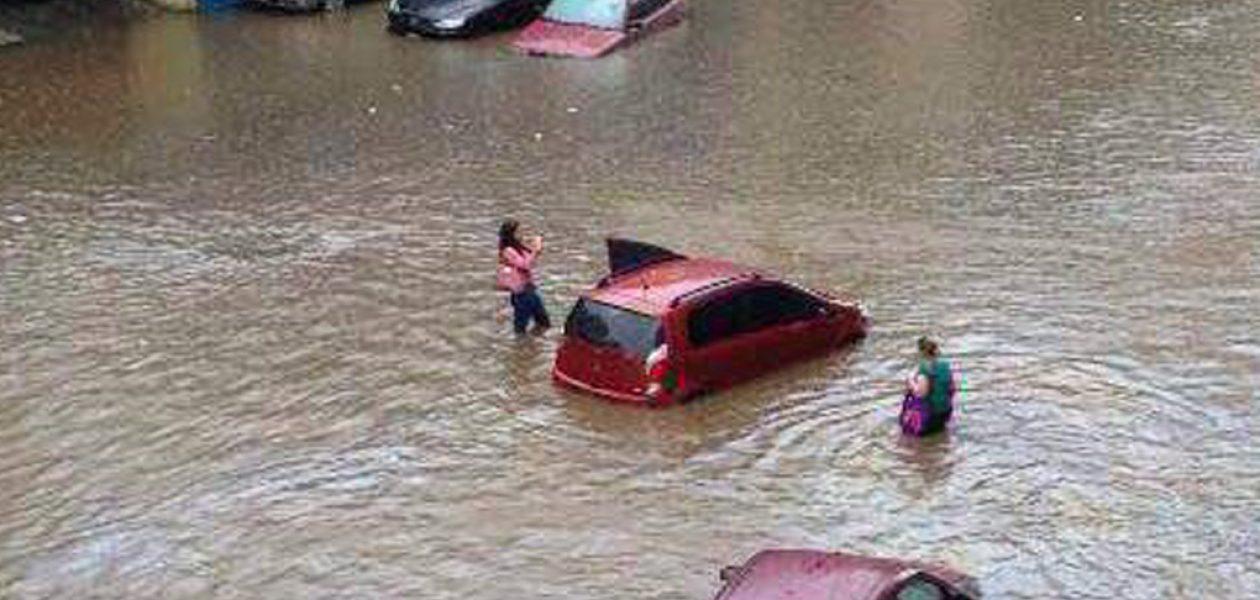 Lluvias en Caracas provocaron inundaciones en varios sectores