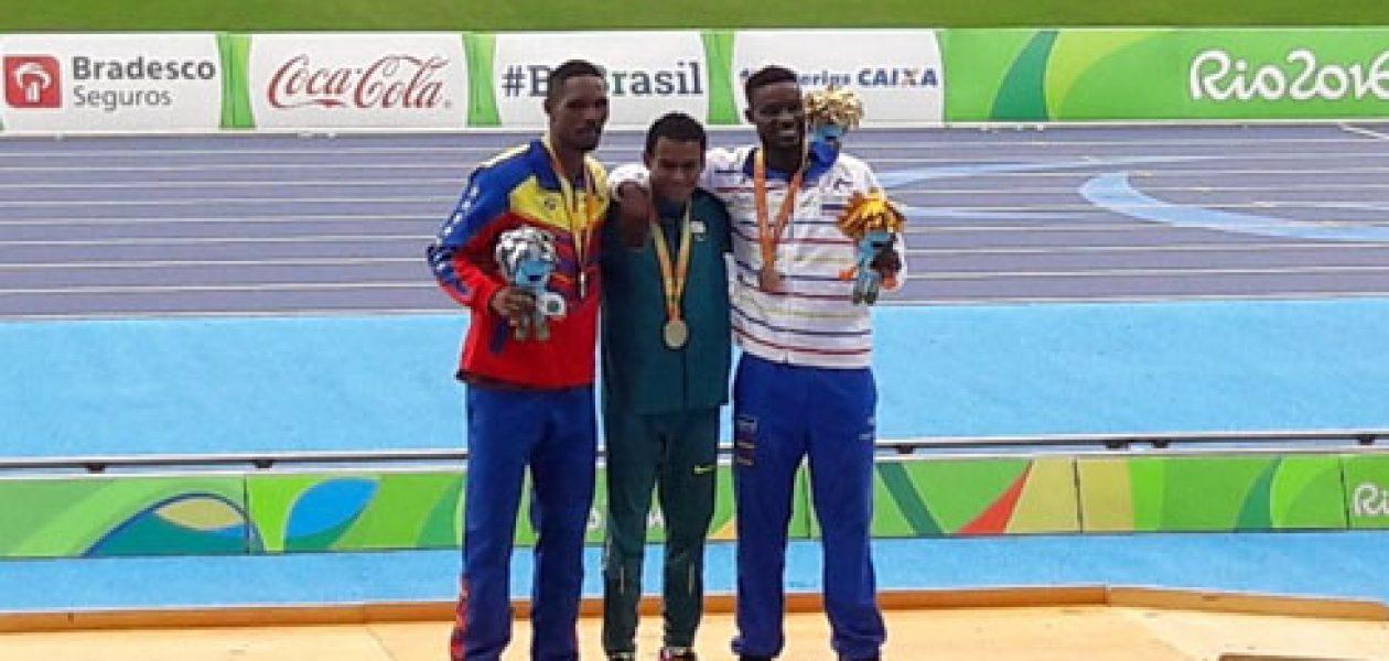 Luis Arturo Paiva consiguió plata y Yescarly el bronce en los Juegos Paralímpicos