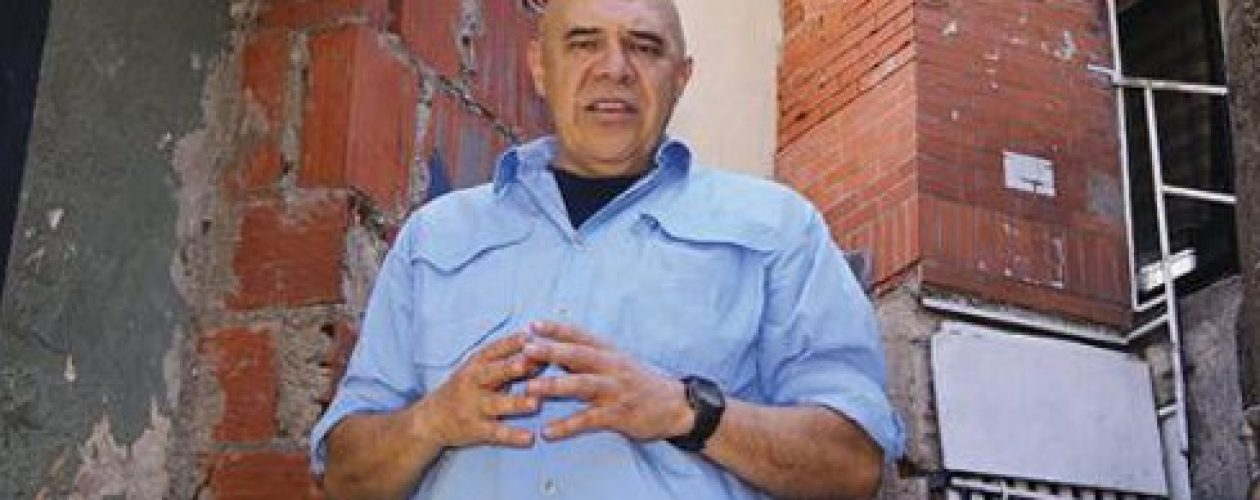Chúo Torrealba a Maduro: Da un paso al costado