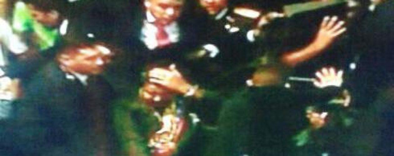 Golpean a Maduro en San Félix con piedras y botellas