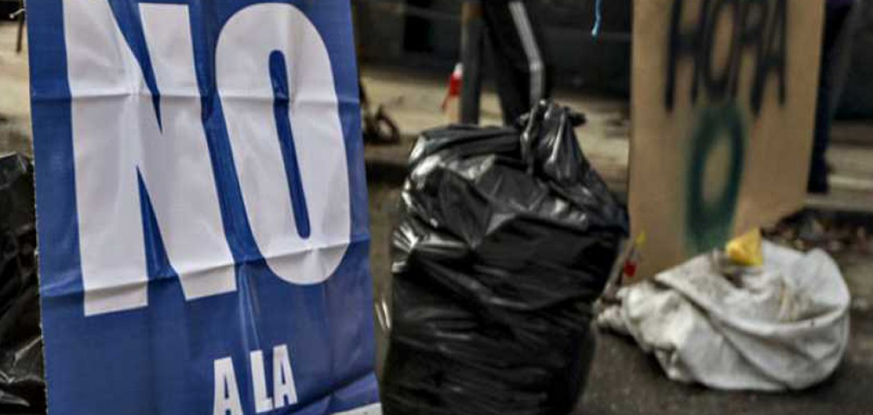 Oposición realiza pancartazo en centros de votación del país
