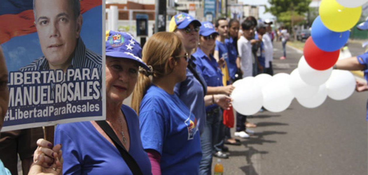 Piden libertad para Manuel Rosales con una cadena humana