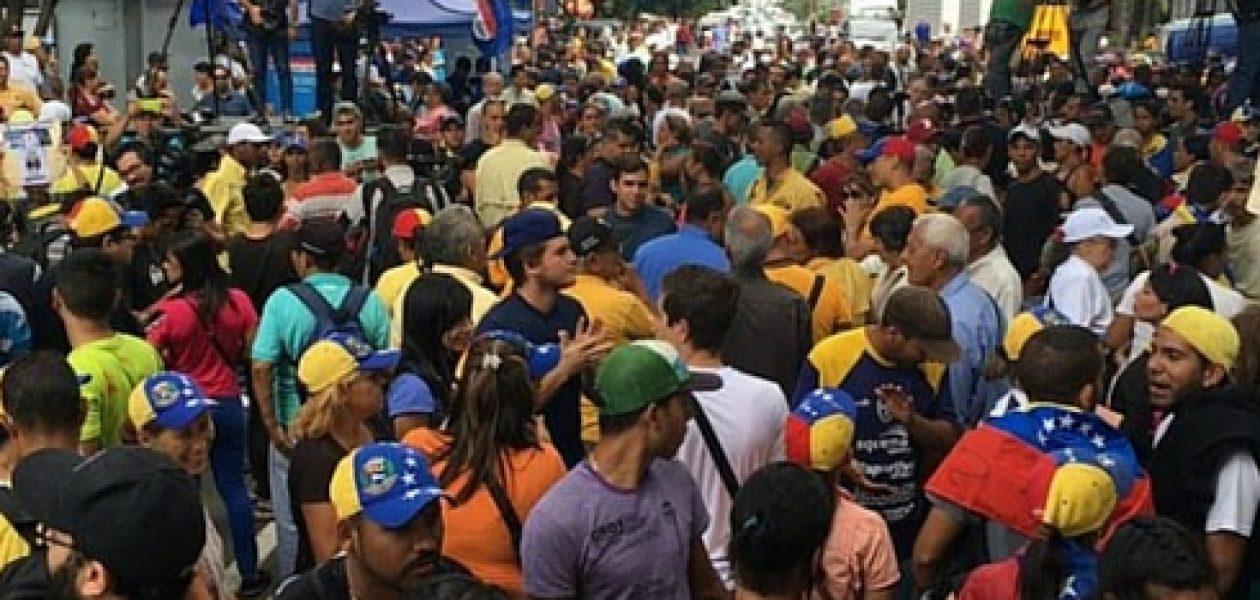 Así transcurre la marcha de la oposición en Caracas