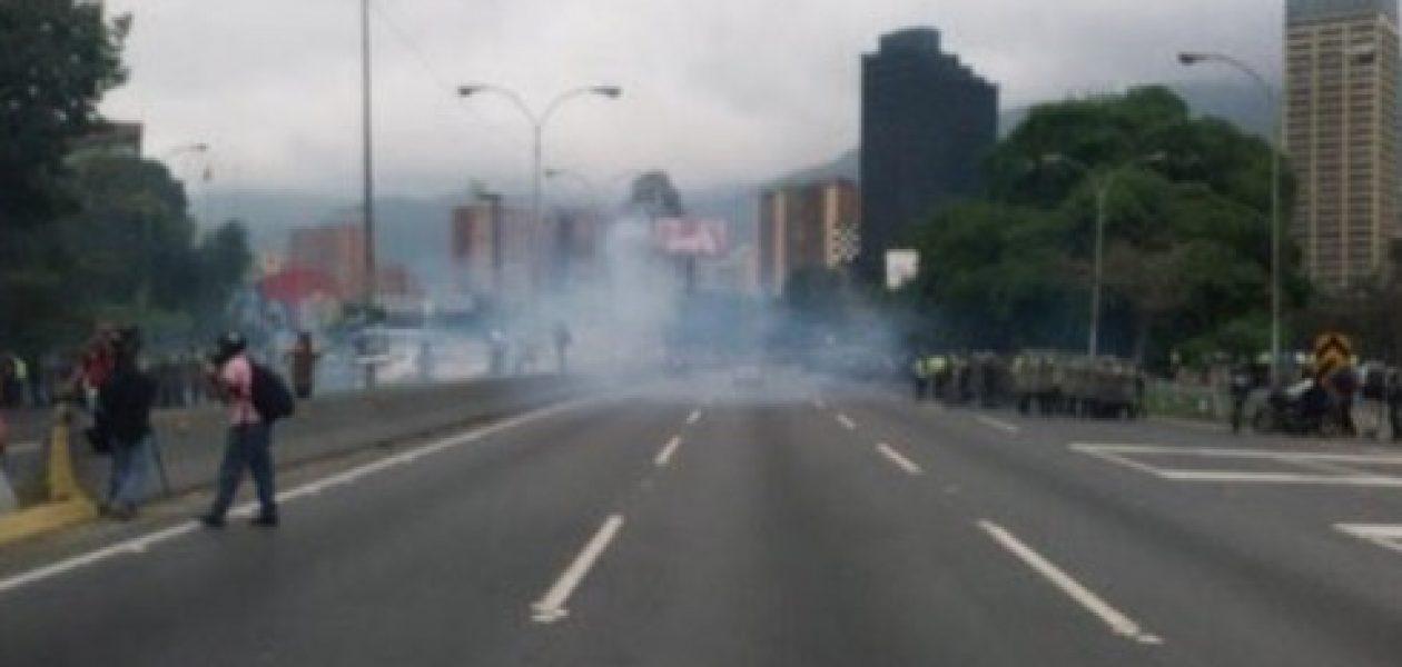 Marcha en Caracas reprimida por la Guardia Nacional