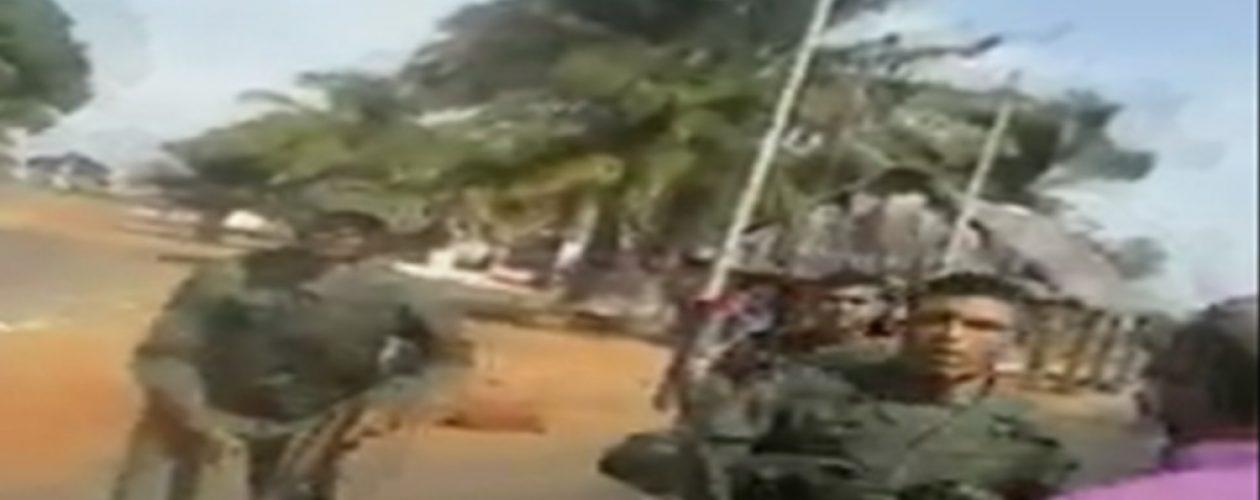 Pueblo «arrecho» se enfrenta una alcabala de militares (Video)