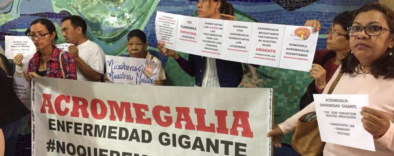 Pacientes con acromegalia protestaron frente al Ministerio de Salud (Fotos)
