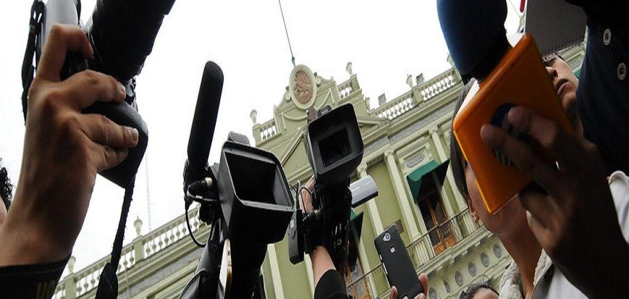 Denuncian detención de dos periodistas en adyacencias de la casa de López