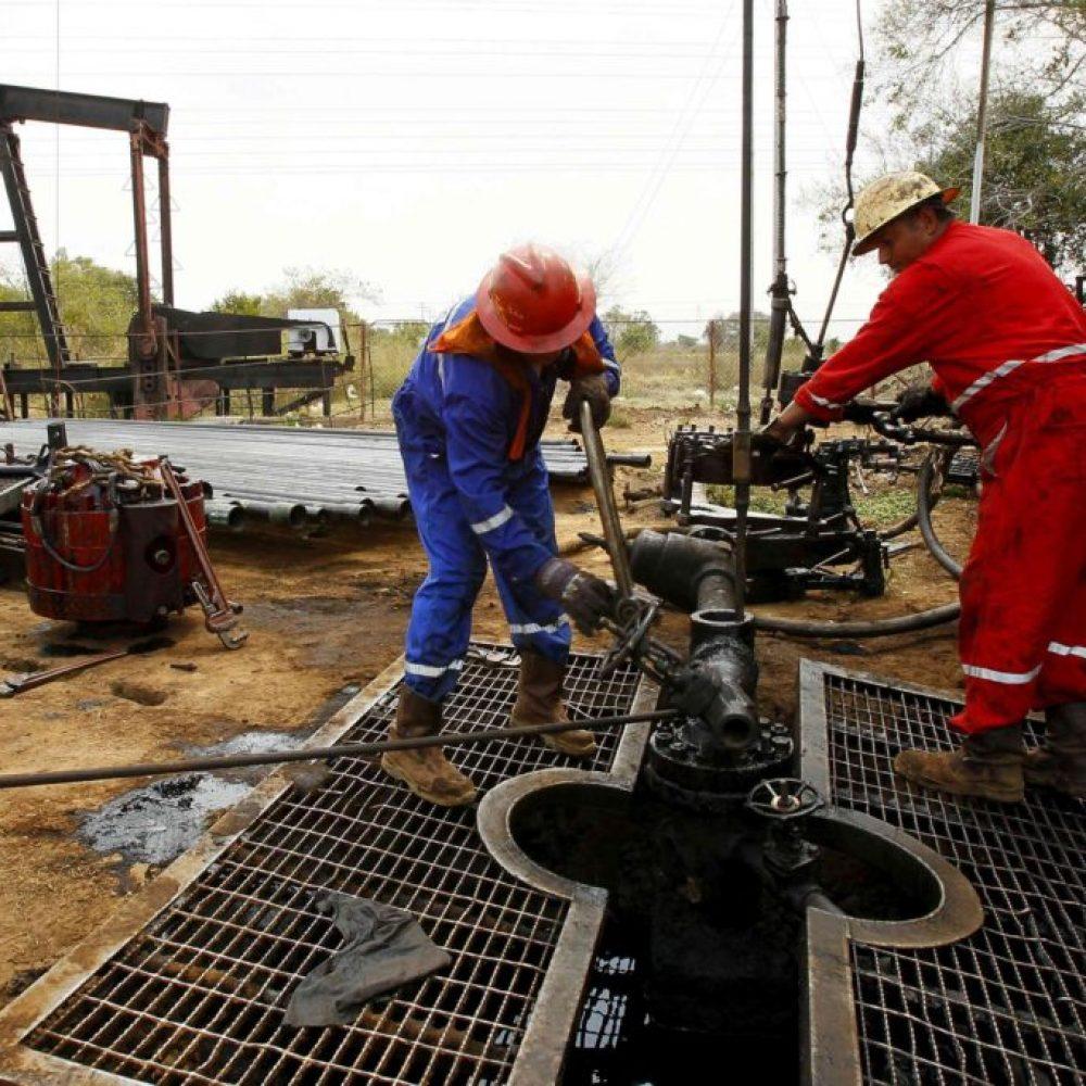 Petróleo venezolano sube de precio pese a la caída de la producción general