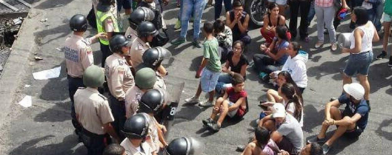 Hacen plantón en La Vega para protestar en contra del Gobierno